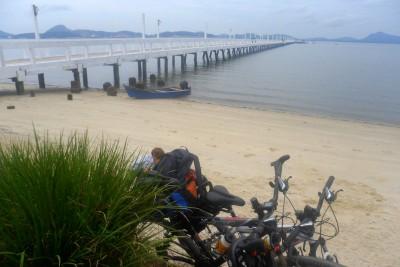 As bikes descansando no trapiche da Vila da Glória