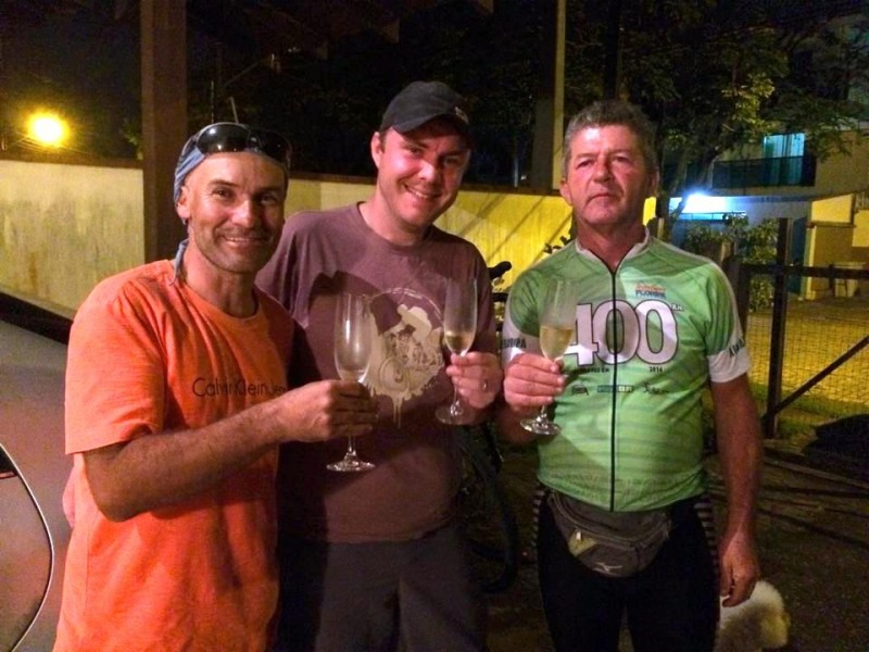 Limas, eu e Gilberto comemorando o desafio